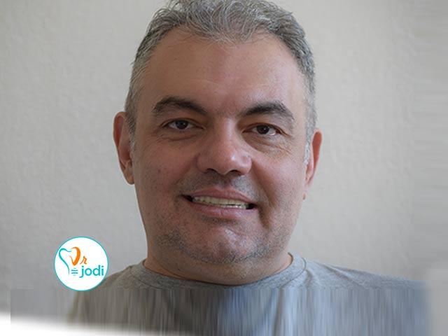 فیلم رضایتمندی جناب آقای ساجدیان بیمار جراحی ایمپلنت دندان